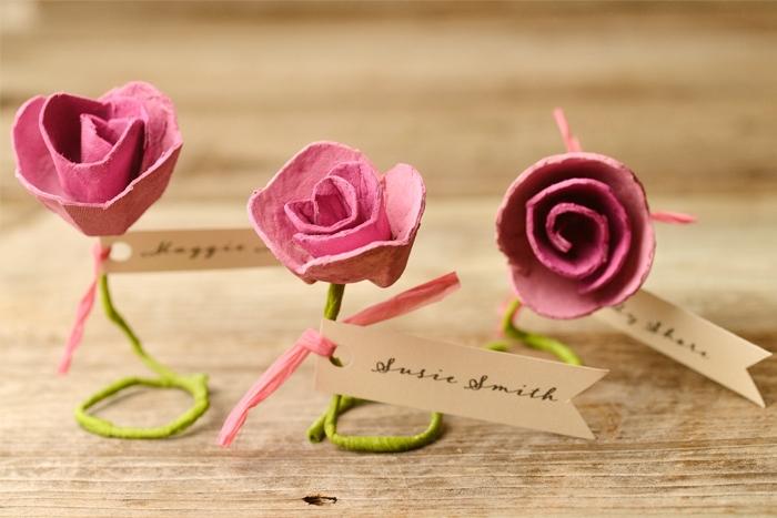 comment faire une fleur en papier à partir d un carton d oeufs rose et tiges vertes, marque place originale étiuqette invité