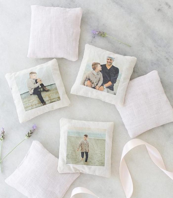 coussins personnalisés parfum lavande avec des photos père et fils, cadeau fête des pères à fabriquer soi meme