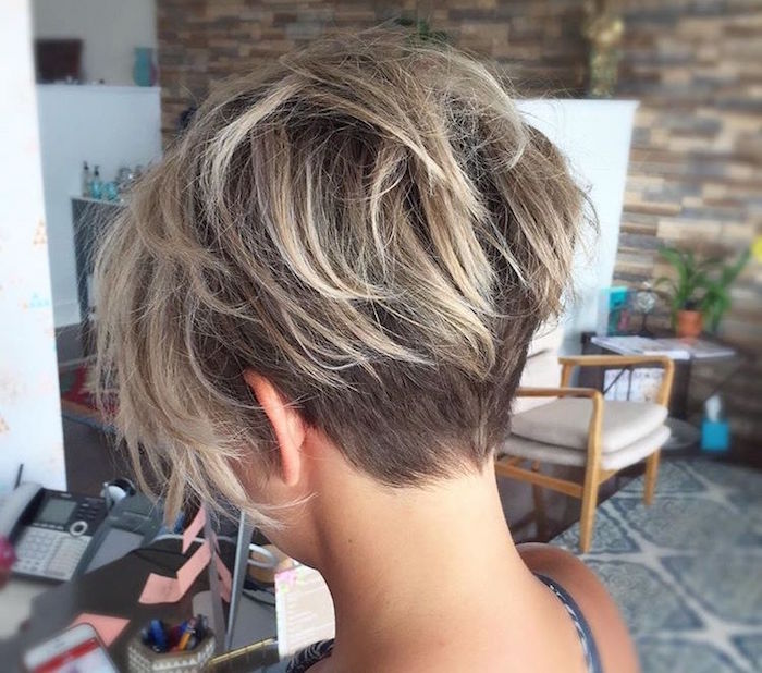 Coiffure carr court plongeant nuque dgagee finest modle coupe carr plongeant court with - Meches blondes 2017 ...