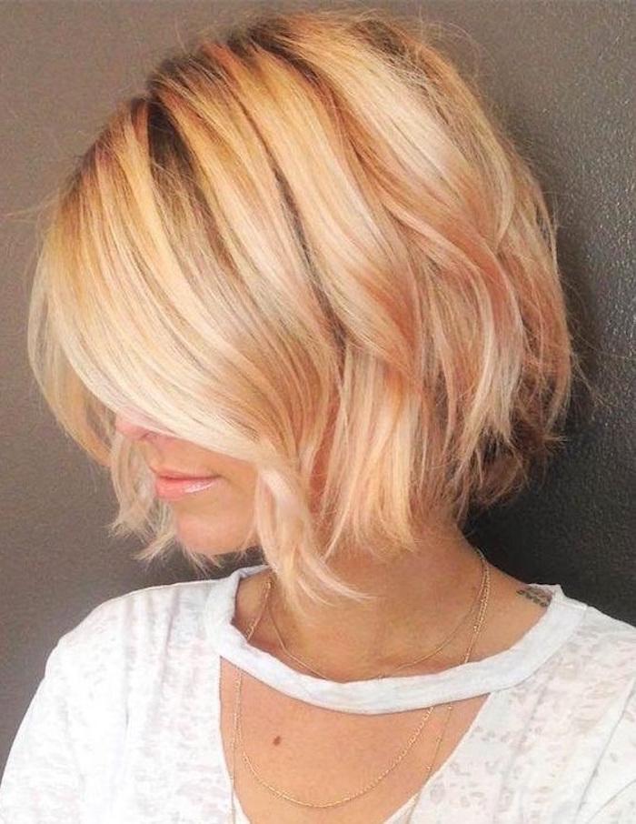 coupe cheveux carre ondulé blond coiffure femme tendance