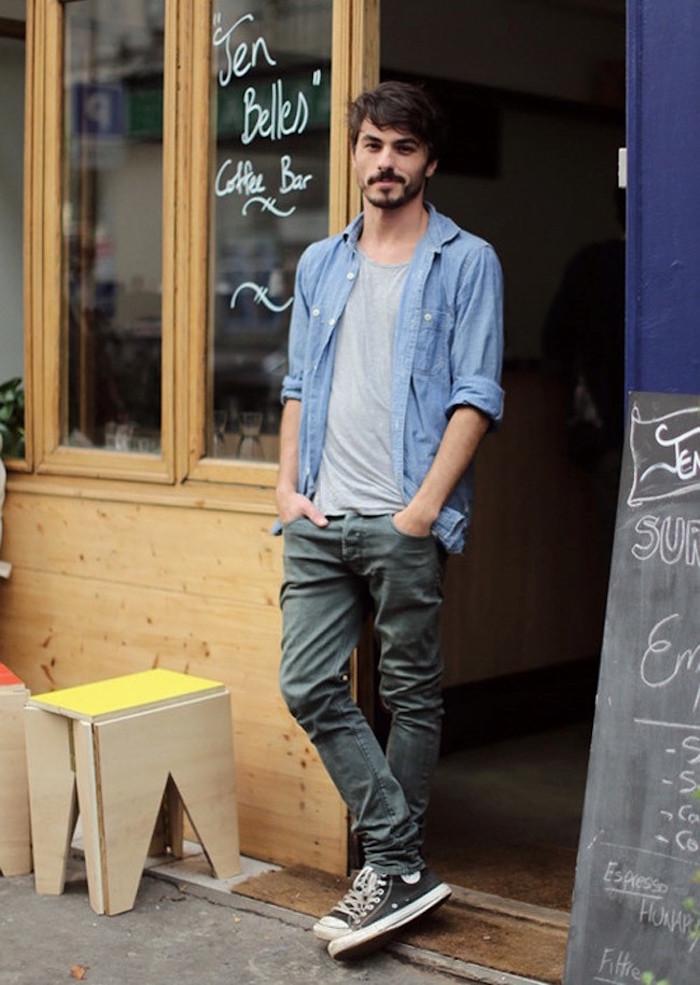 look chemise en jean tee shirt gris pantalon chino vert olive vans all stars