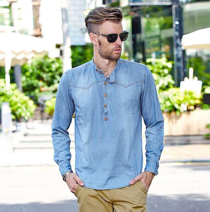 chemise en jean homme col tunisien avec pantalon chino camel