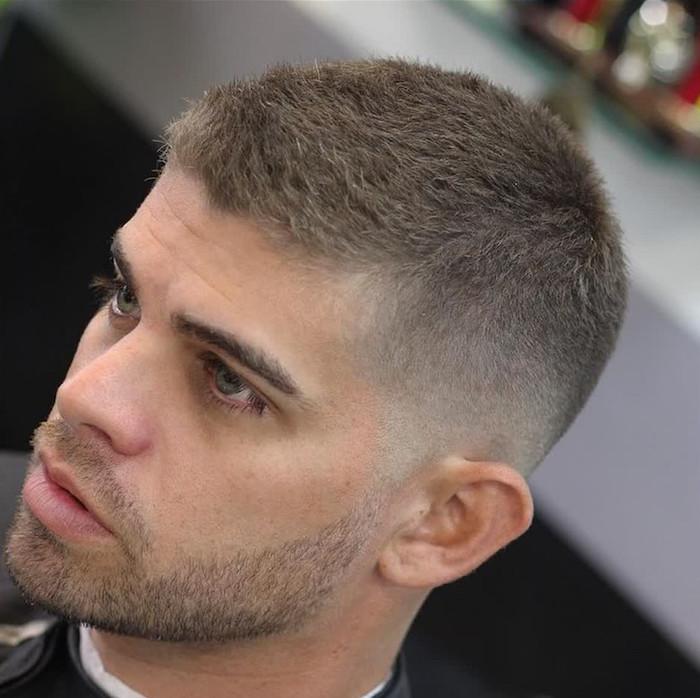 coiffure-court-homme-cheveux blonds dégradé