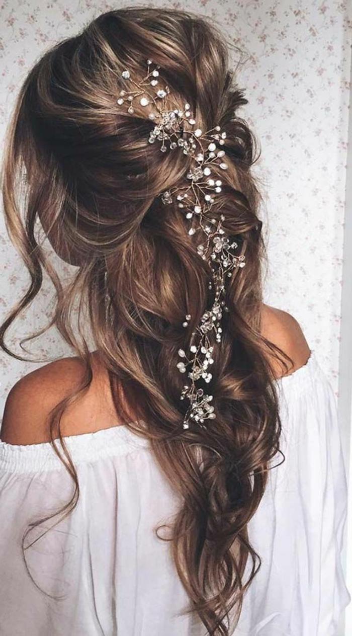 Maquillage et coiffure mariée coiffure mariée princesse cool idée tresse longue cheveux