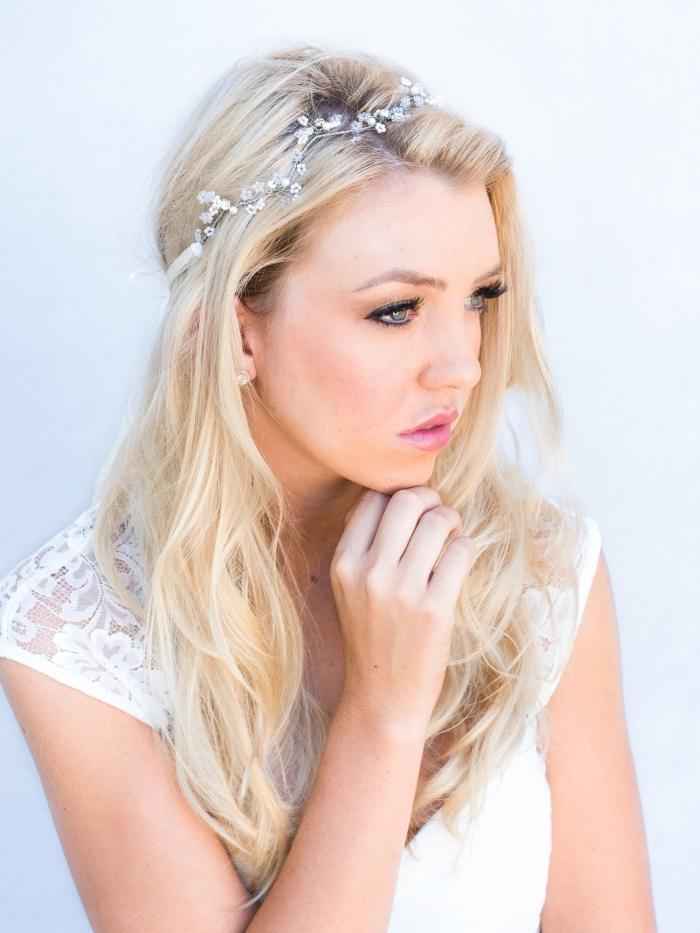 comment choisir sa coiffure de mariée pour cheveux longs et détachés avec diadème florale