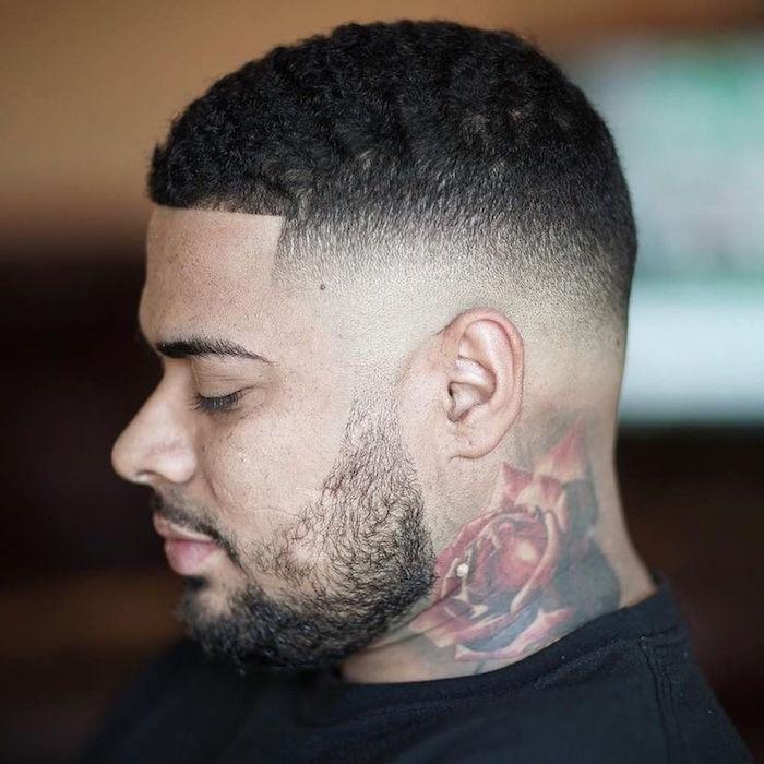 dégradé homme noir coupe de cheveux courte afro