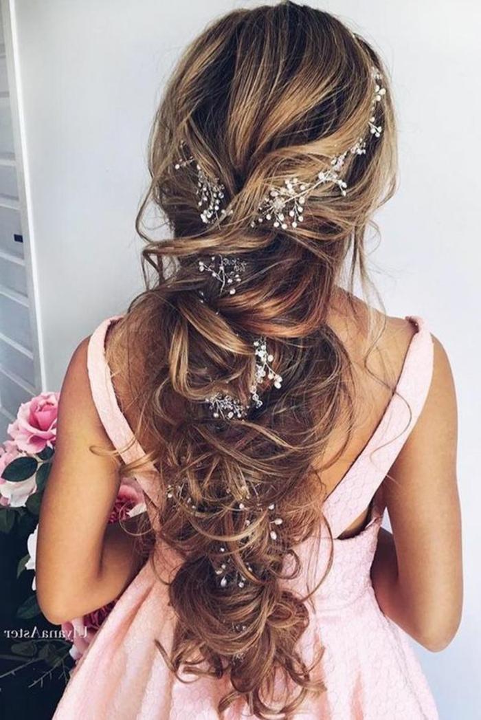 Fashion coiffure mariée cheveux lachés tendances coiffures