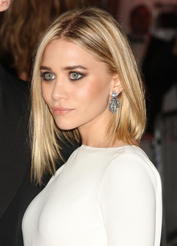 coiffure de célébrité Mary-Kate Olsen aux cheveux de coupe mi-longs avec mèches plus longues devant