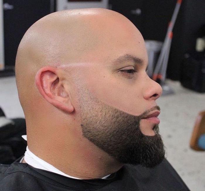 tailler barbe avec crane rasé courte en dégradé barbe pour visage rond chauve et barbu