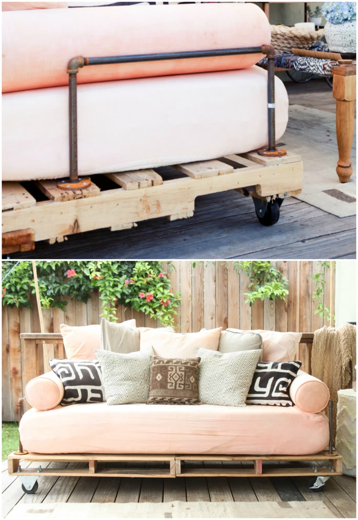 idée originale pour relooker le patio avec un meuble en palette, un canapé-lit douillet fabriqué avec des palettes