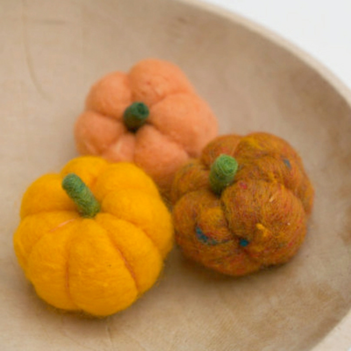 comment faire des pomons en laine, petites citrouilles sympathiques et réalistiques