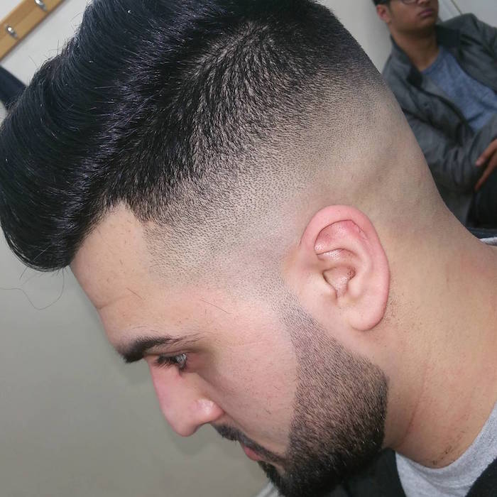 comment raser la barbe droite courte joue et cou sur coupe pompadour en dégradé américain