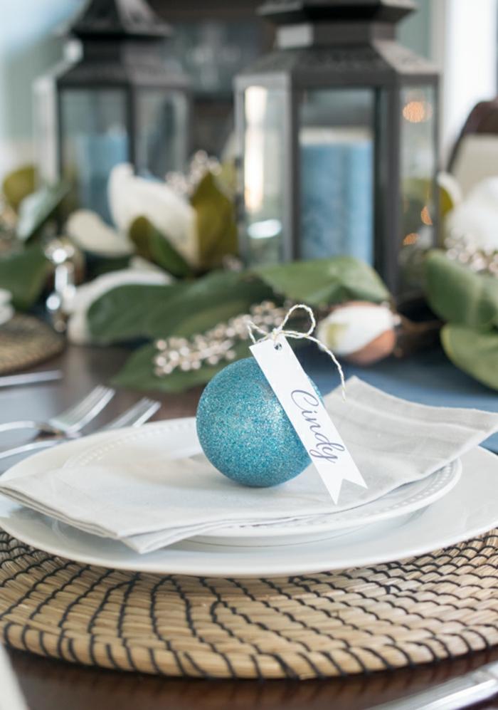 Comment décorer la table de Noël avec marque place originale