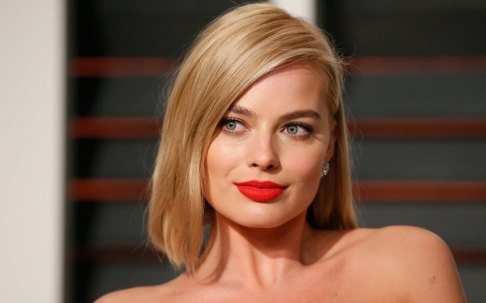 comment choisir sa couleur de cheveux, coupe de cheveux mi-longs de coloration blond miel