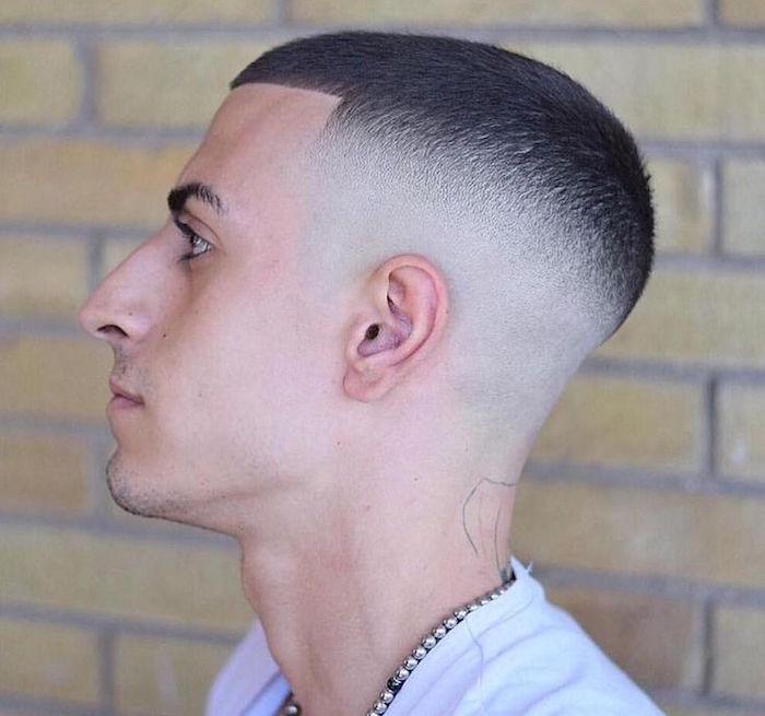 coupe de cheveux degrade haut court style alchemist front ligne droite