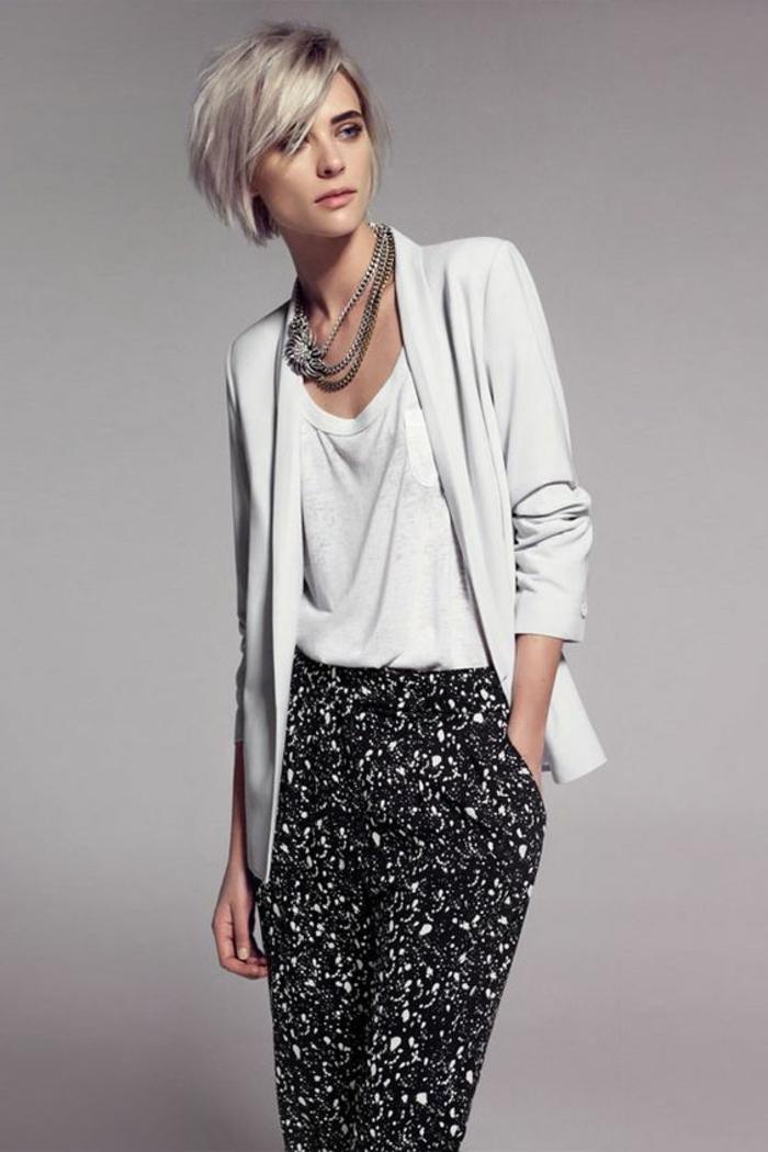 coupes courtes, coupe cheveux court femme, carré blond avec frange latérale, élégance parisienne, look décontracté