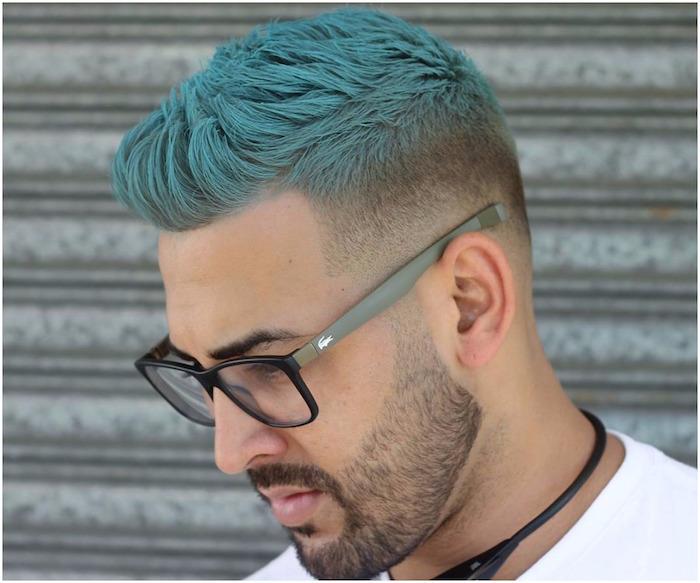 coiffure cheveux court coloration bleu homme