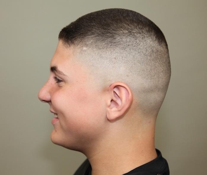 coiffure cheveux court garcon coupe rasée courte