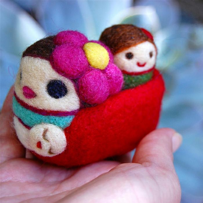 créations en laine, création artistique en matériau naturel et moelleux, décoration en plusieurs couleurs