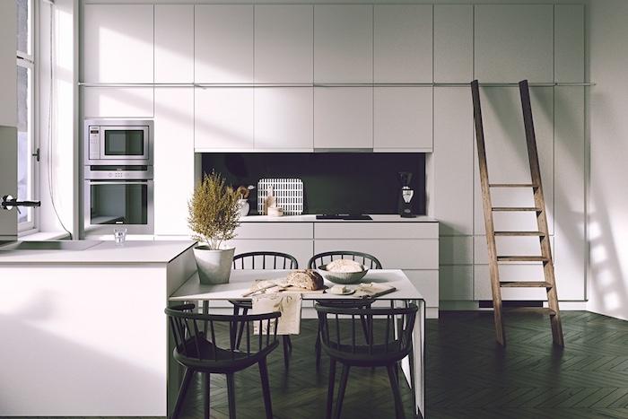 cuisine amenagee blanche avec credence noire, parquet marron foncé, meuble et ilot cuisine couleur blanche, echelle bois, table blanche et chaises noires