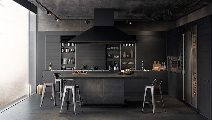 modele de cuisine en l noire et gris anthracite, aspirateur noir, parquet gris, éclairage en spots, vaisselle exposée, chaises industrielles