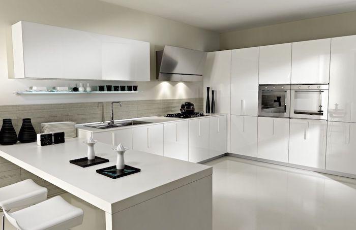 1001 conseils et id es pour am nager une cuisine moderne - Cuisine blanche mur gris ...