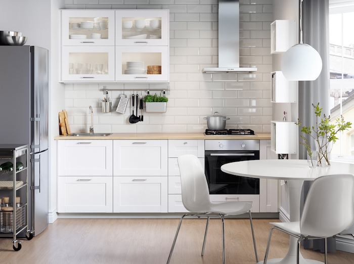 1001 conseils et id es pour am nager une cuisine moderne - Cuisine laquee blanche plan de travail gris ...