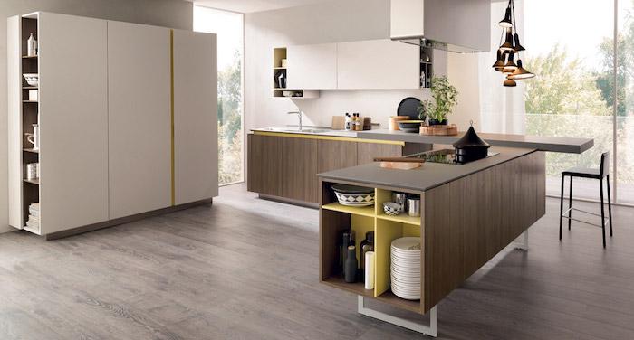 cuisine blanc laqué avec armoire et meuble haut blanc, meuble bas et bar en bois foncé, parquet bois foncé, suspensions industrielles
