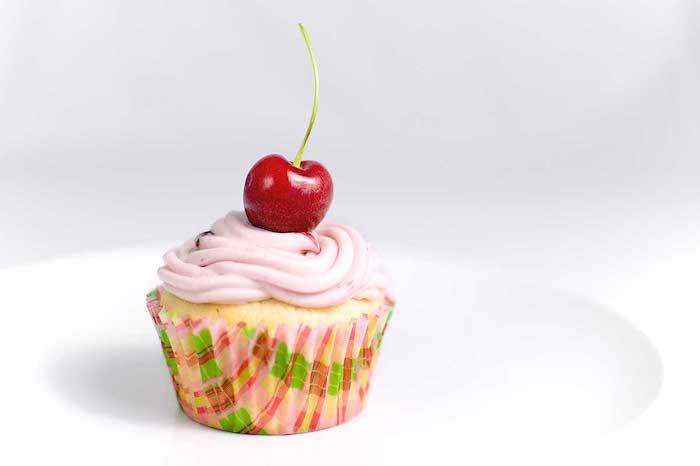 exemple de cupcake à la vanille avec glacage de fromage à la crème, idée comment faire un glacage