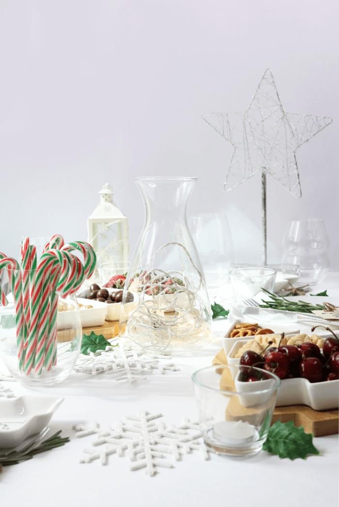 une décoration de table tout en blanc aux accents naturels qui jouent la carte de la simplicité du style scandinave