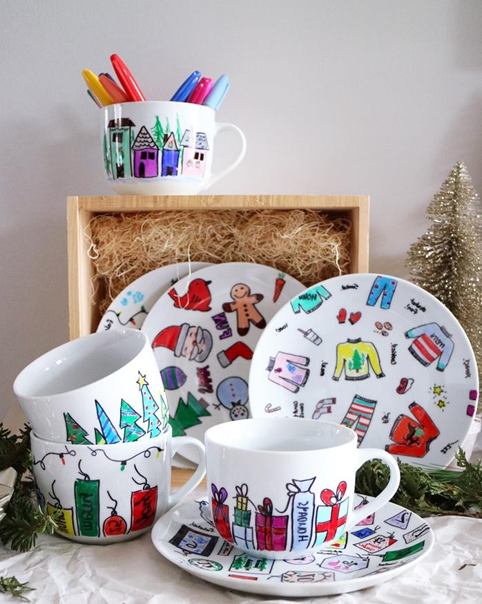 exemple de cadeau de noel a fabriquer, de la vaisselle blanche décorée à motifs de noel, dessin aux marqueurs permanents