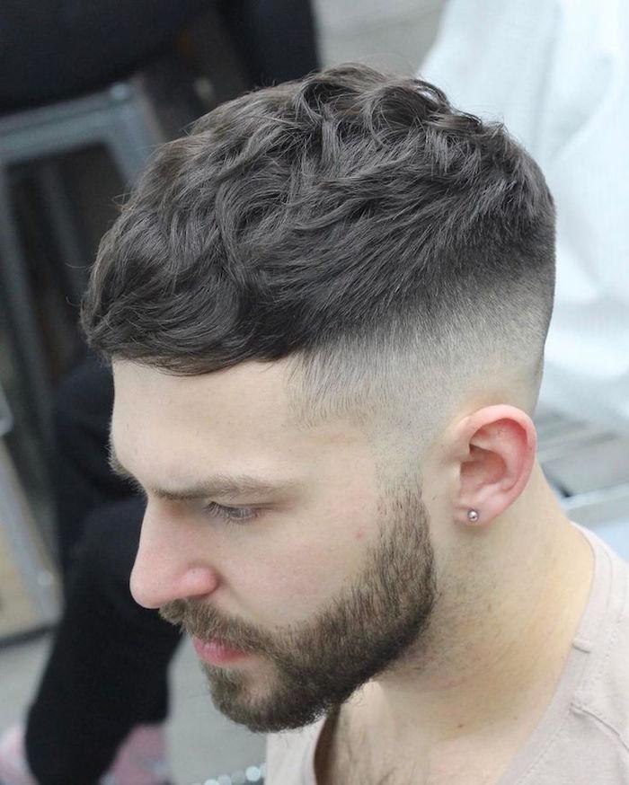 modele coiffure courte dégradé haut homme long dessus cheveux ondulés