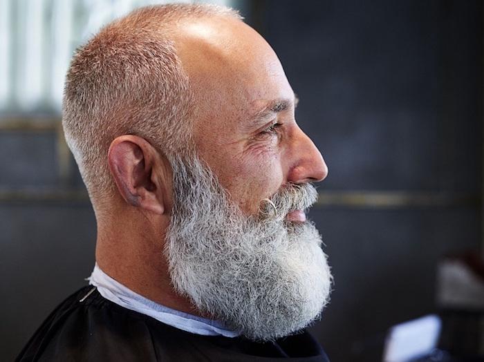 chauve avec barbe pour visage rond homme hipster