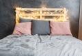 La tête de lit en palette de bois à fabriquer soi-même en plusieurs modèles inspirants