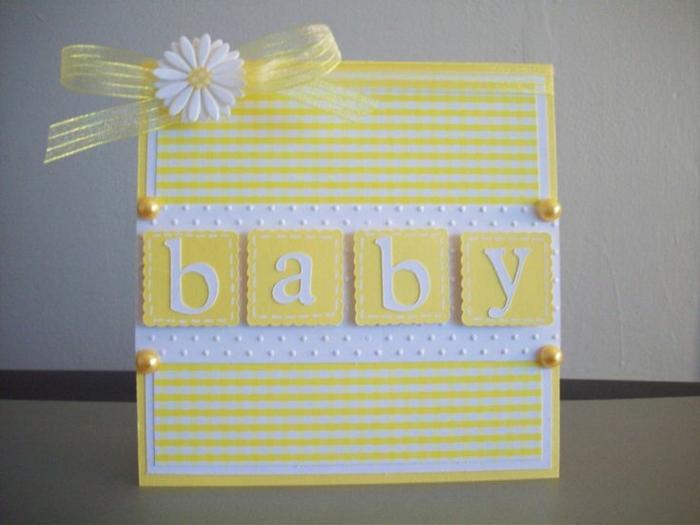 faire part de naissance en jaune et blanc, design tout doux, annoncer un événement heureux