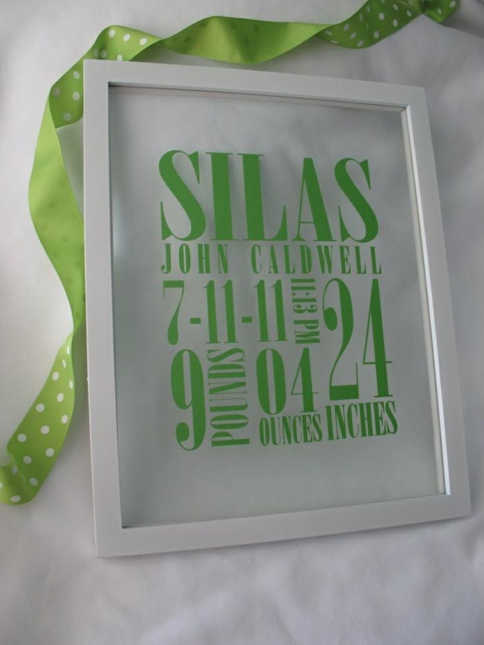 faire part de naissance, un tableau en matériel transparent avec script vert