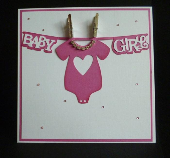 faire une carte personnalisée, petit vêtement rose avec un coeur découpé