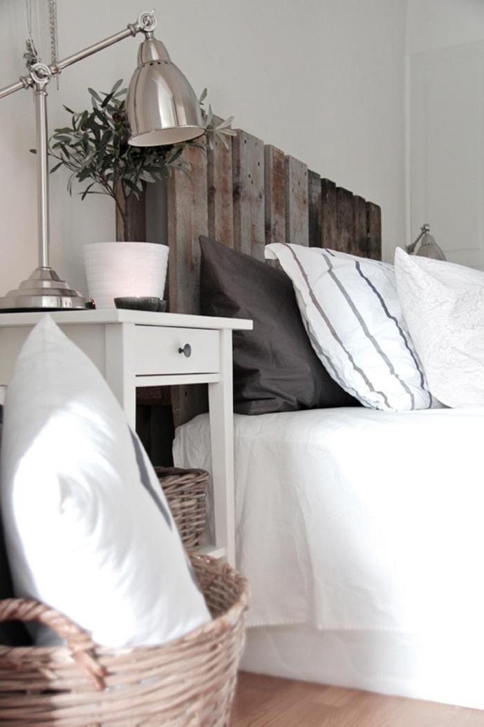 tete de lit en palette a faire soi meme, quelle couleur choisir pour la chambre adulte avec parquet de bois
