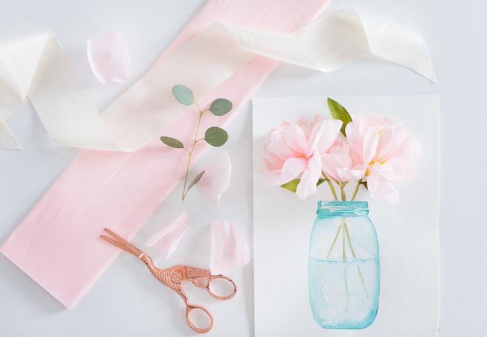 fleurs en papier soie 3 d, bocal en verre dessiné sur un bout de feuille, dessin de tiges et pétales de papier soie