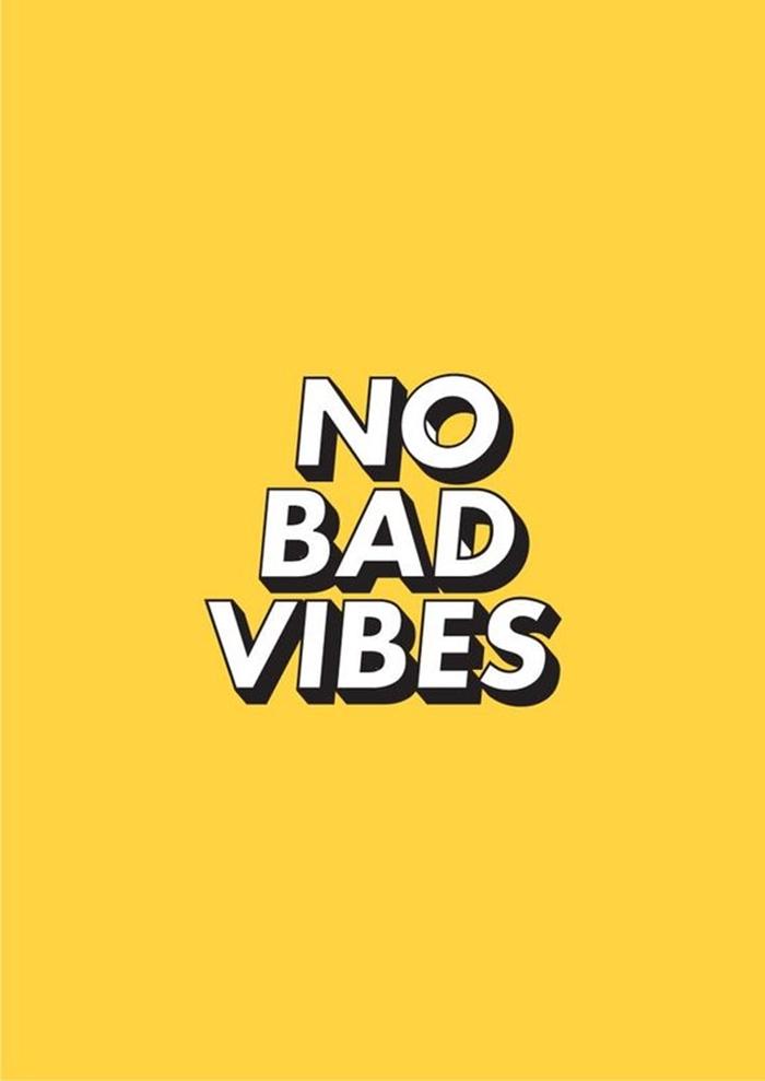 image swag pour fond d'écran d'iphone, photo à fond jaune avec lettres blanches sur la positivité