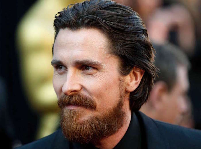 tailler sa barbe dessous cou comme Christian Bale