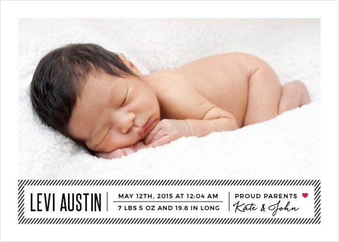 idée fairt part naissance, béb mignon endormi et photographié, idées créatives