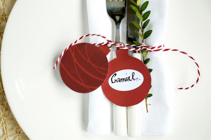 Fête de noël déco de table centre et marque place pere noel boule de noel en carton rouge