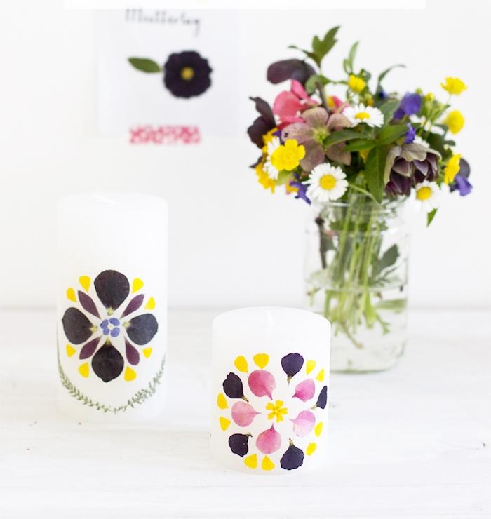 idée cadeau fête des mères a faire soi meme, bougie blanche décorée de pétales de fleurs colorées, bricolage adulte