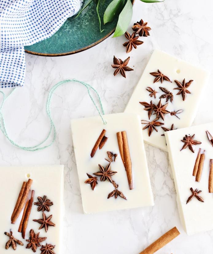 exemple d idee cadeau noel a faire soi meme, comemnt faire du savon avec vanille et cannelle, activité manuelle adulte