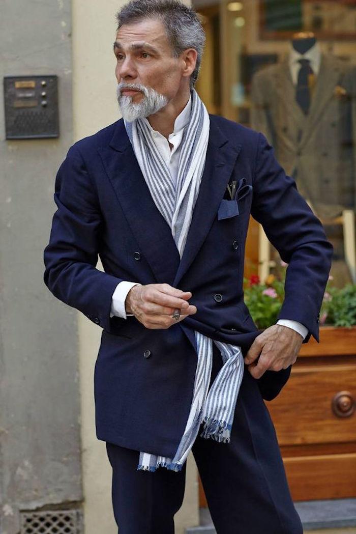 homme avec bouc original idée barbe menton style