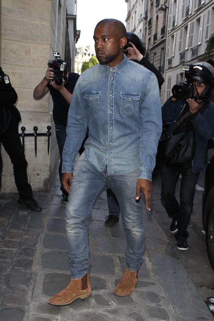 avec quoi porter une chemise en jean pantalon bottines chelsea kanye west