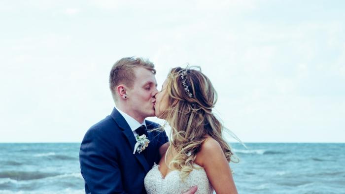 Adorable coiffure de mariée idée coiffure mariee romantique