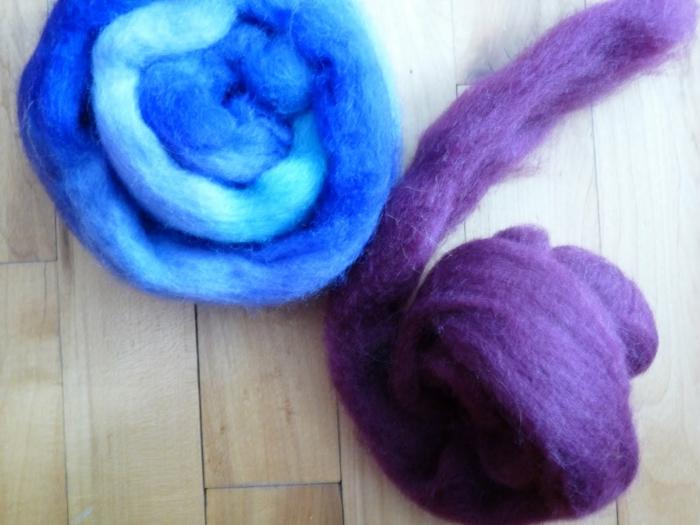 laine cardée, utiliser la laine comme matériel de fabrication de figurines