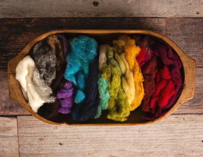 laine peinte prête à etre feutrée, couleurs radiantes, matériel de bricolage